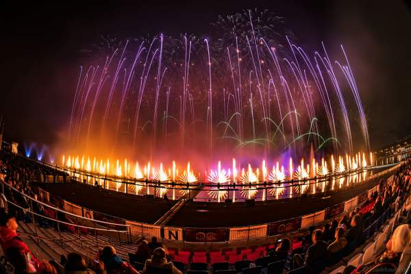 Feuerwerk am Grebnoy Channel in Krylatskoye bei CIRCLE OF LIGHT 2016 in Moskau