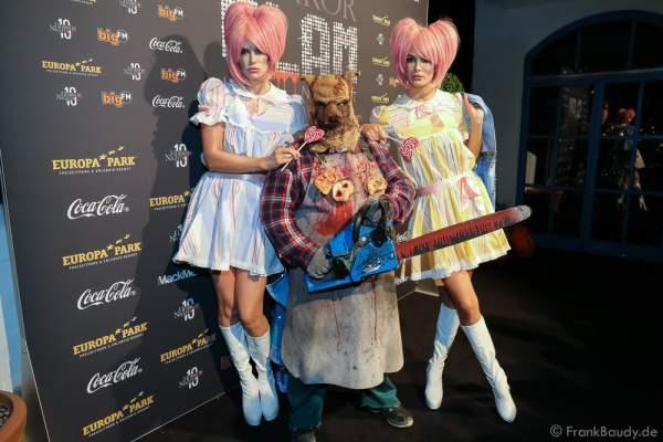 Monica Ivancan und Schwester Miriam Mack (Ehefrau von Micheal Mack) bei der 2. Horror Glam Live Night im Europa-Park Rust am 02.10.2016