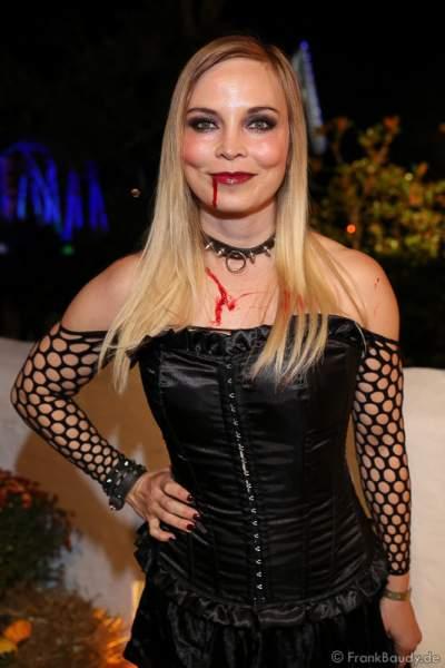 Regina Halmich, Ex Boxerin, bei der 2. Horror Glam Live Night im Europa-Park Rust am 02.10.2016