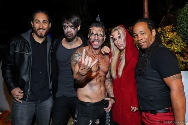 Marc Terenzi mit Begleiterin Anny und Team bei der 2. Horror Glam Live Night im Europa-Park Rust am 02.10.2016