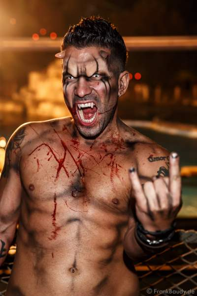Marc Terenzi mit nacktem Oberkörper bei der 2. Horror Glam Live Night im Europa-Park Rust am 02.10.2016
