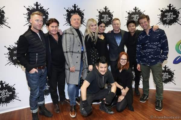 Gruppenbild der Künstler von Nights of the Proms 2016 bei der Pressekonferenz zur Premiere in der SAP Arena in Mannheim
