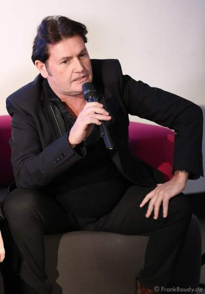 Charlie Burchill von Simple Minds bei der Pressekonferenz zur Premiere von Night of the Proms 2016 in der SAP Arena Mannheim