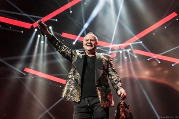Jim Kerr von den Simple Minds bei der Deutschlandpremiere von Night of the Proms 2016 in der SAP Arena Mannheim