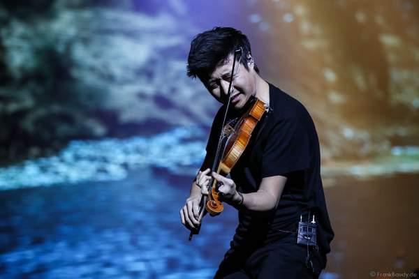 Charles Yang von Time For Three bei der Deutschlandpremiere von Night of the Proms 2016 in der SAP Arena Mannheim