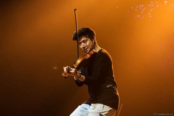 Charles Yang von Time For Three bei der Premiere von Night of the Proms 2016 in der SAP Arena Mannheim