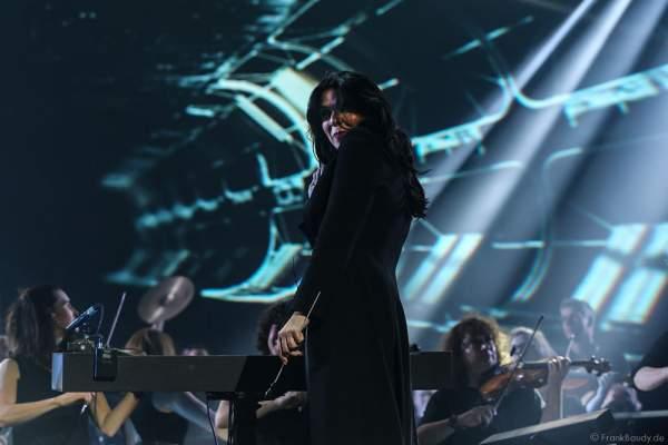 Dirigentin Alexandra Arrieche bei der Deutschlandpremiere von Night of the Proms 2016 in der SAP Arena Mannheim