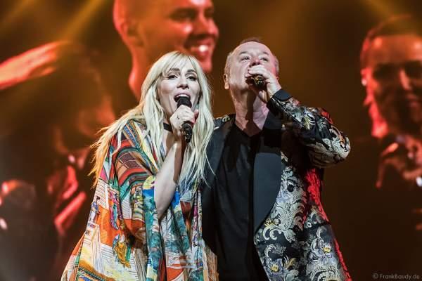Natasha Bedingfield und Jim Kerr von den Simple Minds bei der Deutschlandpremiere von Night of the Proms 2016 in der SAP Arena Mannheim