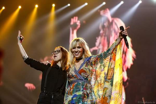 Stefanie Heinzmann und Natasha Bedingfield bei der Deutschlandpremiere von Night of the Proms 2016 in der SAP Arena Mannheim