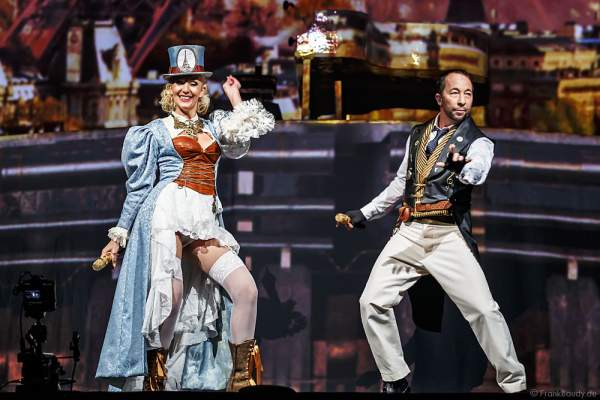 Nancy Baumann und René Baumann alias DJ BoBo bei der Weltpremiere der Show MYSTORIAL