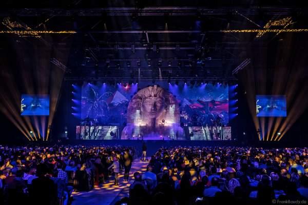 Aneta Sablik und DJ BoBo bei der Weltpremiere der Show MYSTORIAL am 13. Januar 2017  in der Europa-Park Arena Rust