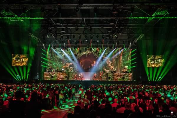 Steinzeitszene bei der Show MYSTORIAL von DJ BoBo am 13. Januar 2017 im Europa-Park Rust