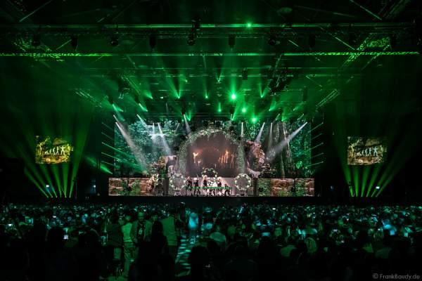Trommlergruppe Greenbeats bei der Show MYSTORIAL von DJ BoBo bei der großen Weltpremiere am 13. Januar 2017 im Europa-Park Rust