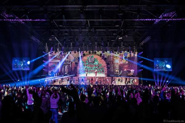 Aneta Sablik und DJ BoBo bei der Weltpremiere der Show MYSTORIAL am 13. Januar 2017 im Europa-Park Rust