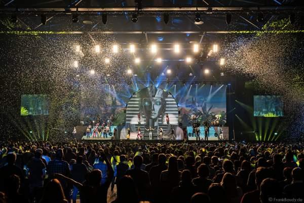 Finale der Show MYSTORIAL von DJ BoBo mit Flitterregen am 13. Januar 2017 in der neuen Multifunktionshalle des Europa-Park Rust