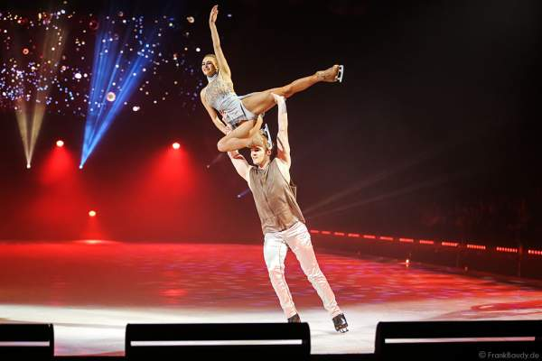 Lloyd Jones und Megan Marschall bei der Eisshow TIME von Holiday on Ice in der SAP Arena Mannheim
