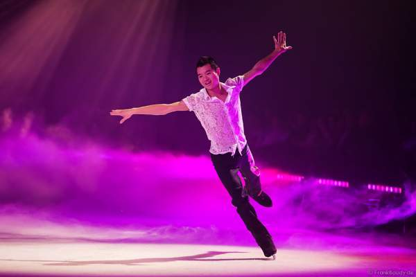 Pianist und Figure Skater Vincent Ip bei der Eisshow TIME von Holiday on Ice in der SAP Arena Mannheim