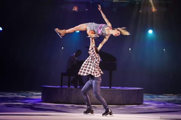 Stanislav Vederski und Viktoria Maksiuta (Viktoriya Maksyuta oder Victoria Maxiuta) bei der Eisshow TIME von Holiday on Ice in der SAP Arena Mannheim