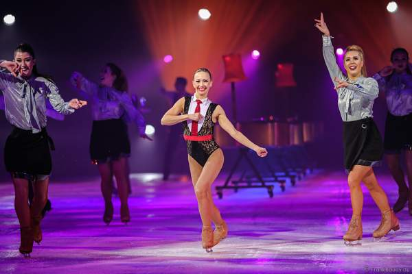 Annette Dytrt bei der Eisshow TIME von Holiday on Ice in der SAP Arena Mannheim