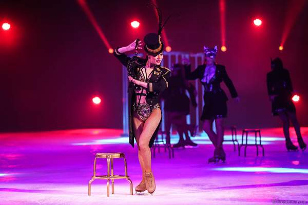 Lisa Mochizucki bei der Eisshow TIME von Holiday on Ice in der SAP Arena Mannheim