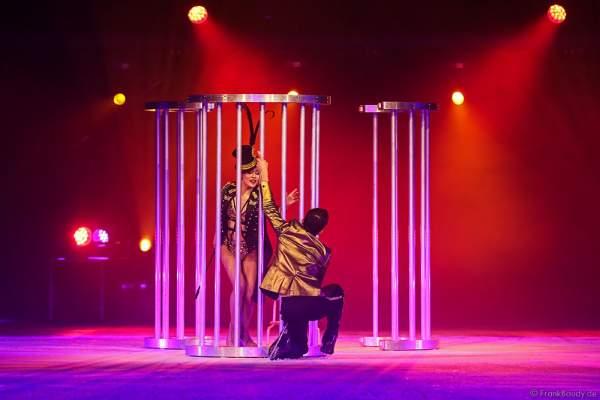 Mauro Bruni und Lisa Mochizucki bei der Eisshow TIME von Holiday on Ice in der SAP Arena Mannheim