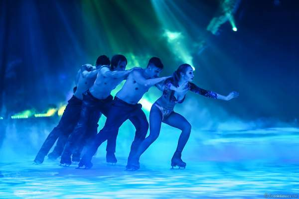Kseniia Chepizhko bei der Eisshow TIME von Holiday on Ice in der SAP Arena Mannheim