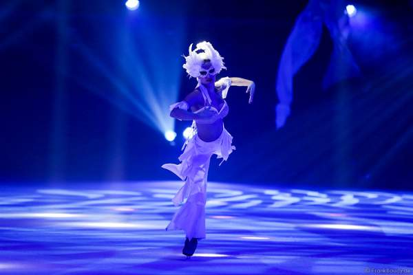Megan Marschall bei der Eisshow TIME von Holiday on Ice in der SAP Arena Mannheim