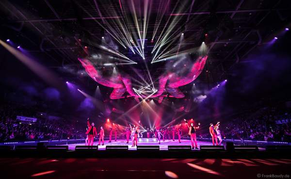 Finale bei Holiday on Ice Premierenshow TIME in der SAP Arena Mannheim