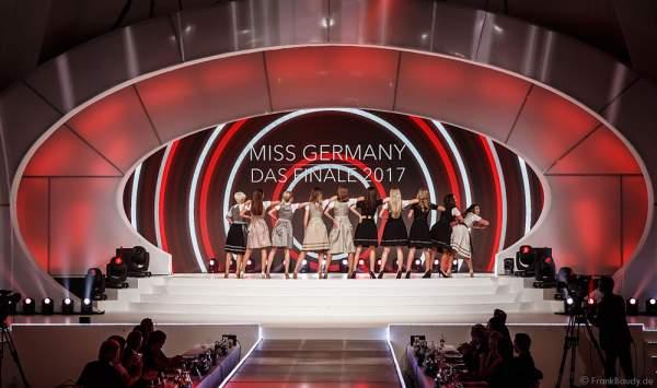 Show-Opening in Dirndln bei der Miss Germany 2017 Wahl im Europa-Park am 18. Februar 2017