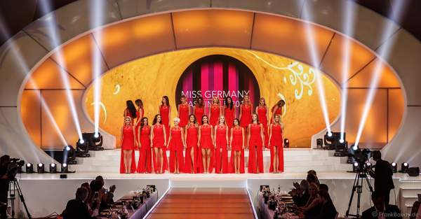 Show-Opening in Rot bei der Miss Germany 2017 Wahl im Europa-Park am 18. Februar 2017