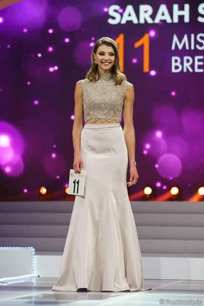 3. Miss Germany 2017 Sarah Strauß (Miss Bremen 2017) im Abendkleid bei der Vorstellung zur Wahl der Miss Germany 2017