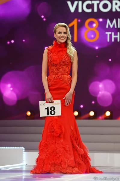 Victoria Selivanov (Miss Thüringen 2017) im Abendkleid bei der Vorstellung zur Wahl der Miss Germany 2017