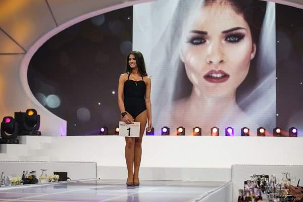 Miss Mitteldeutschland 2017, Monja Möser im Badeanzug bei der Wahl zur Miss Germany 2017 im Europa-Park am 18. Februar 2017