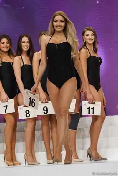 Miss Germany 2017 Soraya Kohlmann (Miss Sachsen 2017) im Badeanzug bei der Wahl zur Miss Germany 2017 im Europa-Park am 18. Februar 2017