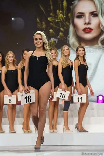 Miss Thüringen 2017, Victoria Selivanov im Badeanzug bei der Wahl zur Miss Germany 2017 im Europa-Park am 18. Februar 2017