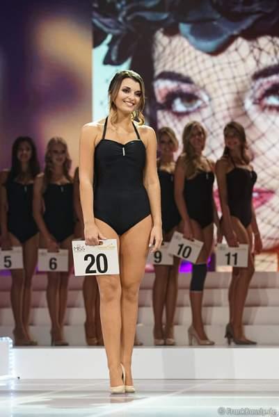 Miss Westdeutschland 2017, Ekaterina Fabricius im Badeanzug bei der Wahl zur Miss Germany 2017 im Europa-Park am 18. Februar 2017
