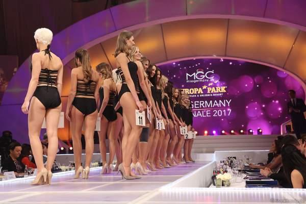 A040 I9192-v01-01l-Miss-Germany-Miss Mitteldeutschland 2017, Monja Möser - Miss Saarland 2017, Michelle Appel - Miss Bayern 2017, Jennifer Rottmeier - Miss Ostdeutschland 2017, Patrycja Kupka - Miss Internet 2017, Tina Daosri - Miss Baden-Württemberg 2017, Dominique Busch - Miss Hessen 2017, Aleksandra Modic - Miss Norddeutschland 2017, Christina Graß - Miss Photogenic 2017, Nadine Jasmine Dippel - Miss Mecklenburg-Vorpommern 2017, Johanna Nedel - Miss Bremen 2017, Sarah Strauß - Miss Hamburg 2017, Rebecca Coners - Miss Rheinland-Pfalz 2017, Tamara Hellmann - Miss Nordrhein-Westfalen 2017, Sarah Elzanowski - Miss Niedersachsen 2017, Aleksandra Rogovic - Miss Sachsen 2017, Soraya Kohlmann - Miss Berlin 2017, Lisa Marie Zerna - Miss Thüringen 2017, Victoria Selivanov - Miss Süddeutschland 2017, Viola Kraus - Miss Westdeutschland 2017, Ekaterina Fabricius - Miss Schleswig-Holstein 2017, Giulia Claußen im Badeanzug bei der Miss Germany 2017 Wahl im Europa-Park am 18. Februar 20172017