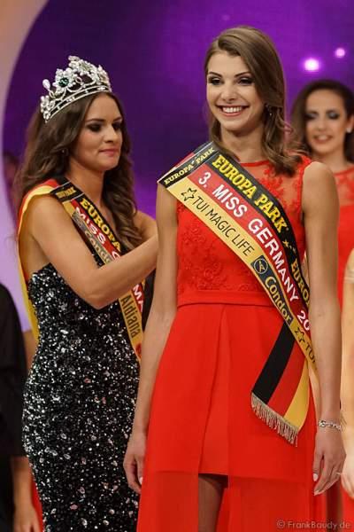 Miss Germany 2016 Lena Bröder krönt 3. Miss Germany 2017 Sarah Strauß im Europa-Park