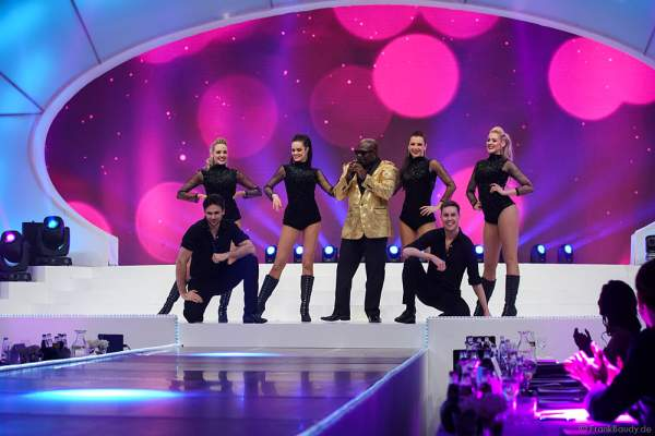 Showauftritt von Charles Shaw - The Real Voice of Milli Vanilli bei der Wahl zur Miss Germany 2017 im Europa-Park am 18. Februar 2017