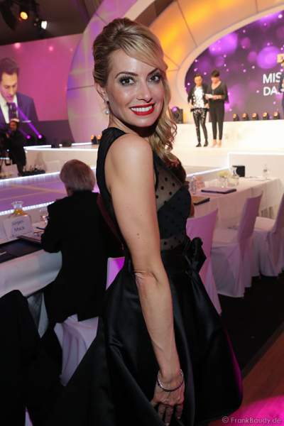 Sarah Valentina Winkhaus, SKY Journalistin – TV-Moderatorin von der VIP-Jury bei der Wahl zur Miss Germany 2017 im Europa-Park am 18. Februar 2017