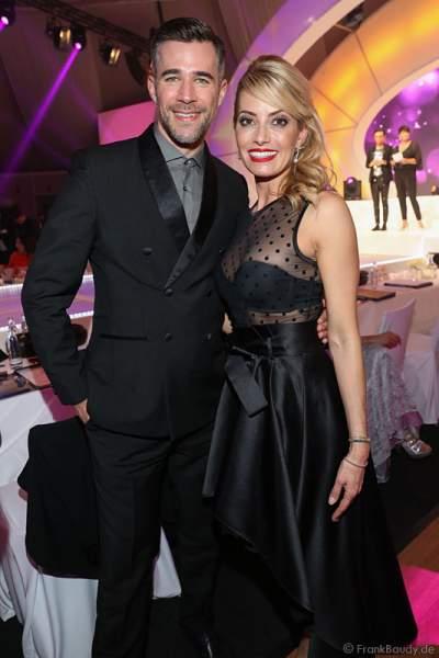 Schauspieler Jo Weil und Sarah Valentina Winkhaus, SKY Journalistin – TV-Moderatorin von der VIP-Jury bei der Wahl zur Miss Germany 2017 im Europa-Park am 18. Februar 2017