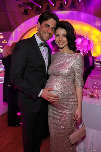 Thomas Mack mit seiner schwangeren Ehefrau Katja Mack bei der Wahl zur Miss Germany 2017 im Europa-Park am 18. Februar 2017