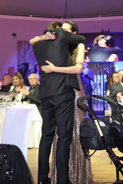 Mister Germany 2012, Almondy Rose machte seiner Freundin Filiz Koc öffentlich einen rührenden Heiratsantrag bei der Wahl zur Miss Germany 2017 im Europa-Park