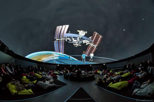 The Secrets of Gravity - From Europe to Space im 360 Grad-Kino TRAUMZEIT-DOME, Europa-Park 2017