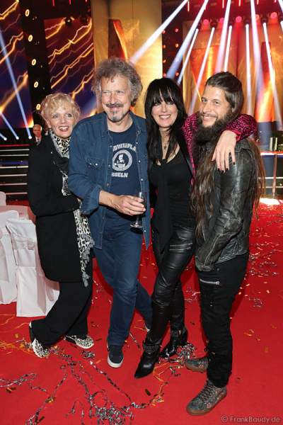 Wolfgang Niedecken mit Ehefrau Tina und Nena mit Lebensgefährte Philipp Palm beim PRG Live Entertainment Award (LEA) 2017 in der Festhalle Frankfurt