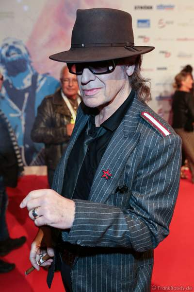 Udo Lindenberg auf dem roten Teppich beim PRG Live Entertainment Award (LEA) 2017 in der Festhalle in Frankfurt