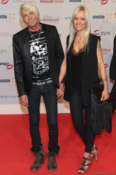 Matthias Reim und seine Freundin, Schlagersängerin Christin Stark auf dem roten Teppich beim PRG Live Entertainment Award (LEA) 2017 in der Festhalle in Frankfurt