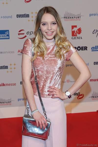 Lina Larissa Strahl auf dem roten Teppich beim PRG Live Entertainment Award (LEA) 2017 in der Festhalle in Frankfurt