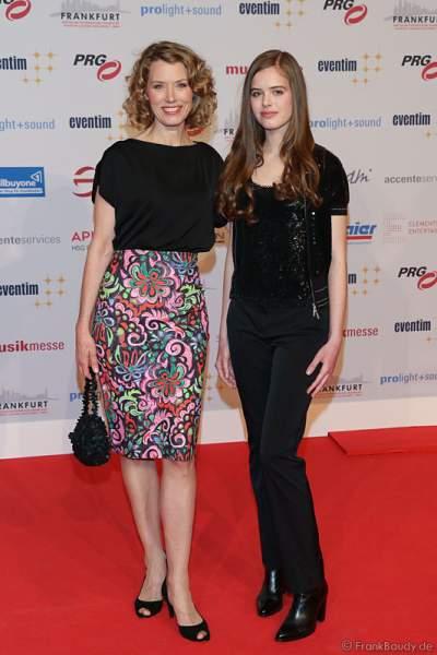 Franziska Reichenbacher und ihre Tochter Serafina auf dem roten Teppich beim PRG Live Entertainment Award (LEA) 2017 in der Festhalle in Frankfurt