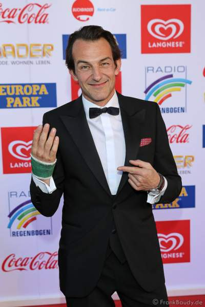 Hans-Werner Meyer mit Handverletzung beim Radio Regenbogen Award 2017 am 07. April in der Europa-Park Arena in Rust